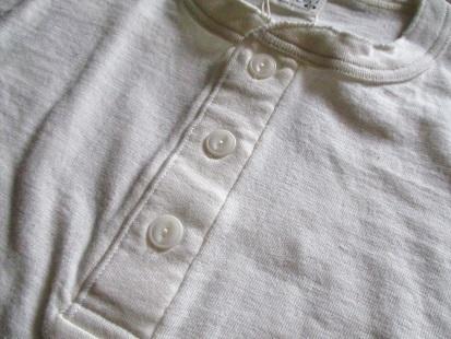 ヘンリーネックTシャツ 今年も好評です。