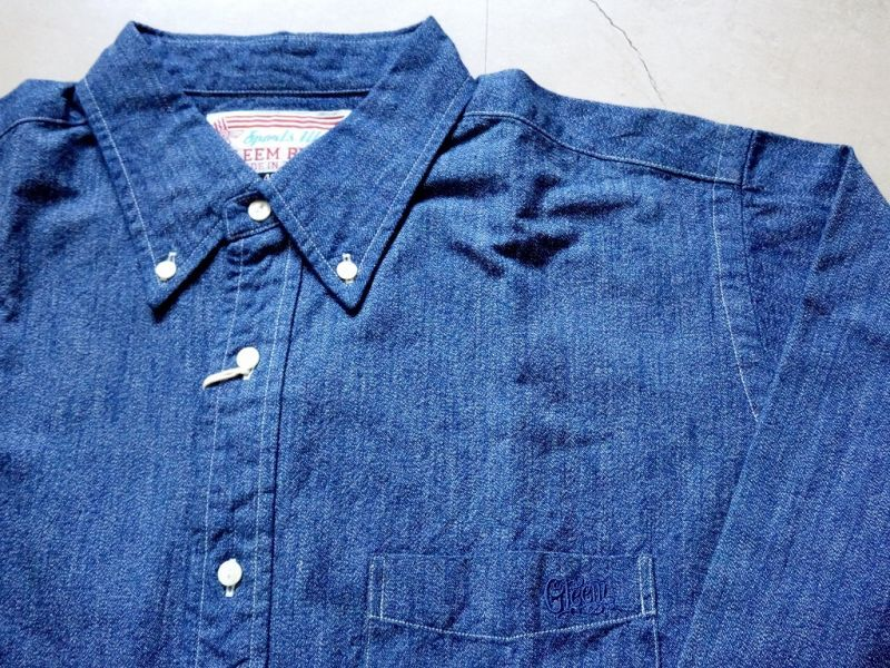 ブルーシャンブレーシャツ